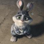 Милый зайчик с зелёными глазами стоит на задних лапках