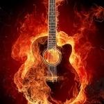 Акустическая гитара горит в огне