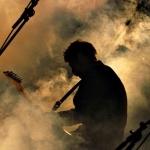 Силуэт гитариста в густом дыму