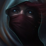 Девушка со скрытым маской и капюшоном лицом со светящимися глазами