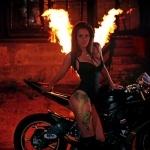 devushka_ogon_motocikl_17434.jpg