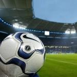 Футбольный мяч на фоне большого стадиона