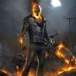 Призрачный гонщик на фоне горящего мотоцикла