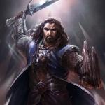Гном Торин Дубощит с поднятым вверх мечом