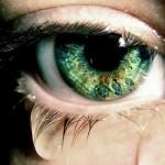 Зелёный глаз со слезой
