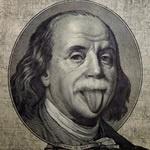Бенджамин Франклин с высунутым языком на банкноте