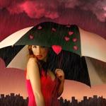 Девушка с зонтом с сердечками
