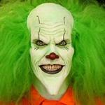 Страшный клоун с пушистыми зелёными волосами