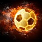 Футбольный мяч из огня на чёрном фоне