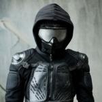Саймон - персонаж сериала Отбросы в чёрном костюме