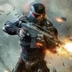 Главный герой Crysis 2 стреляет в прыжке