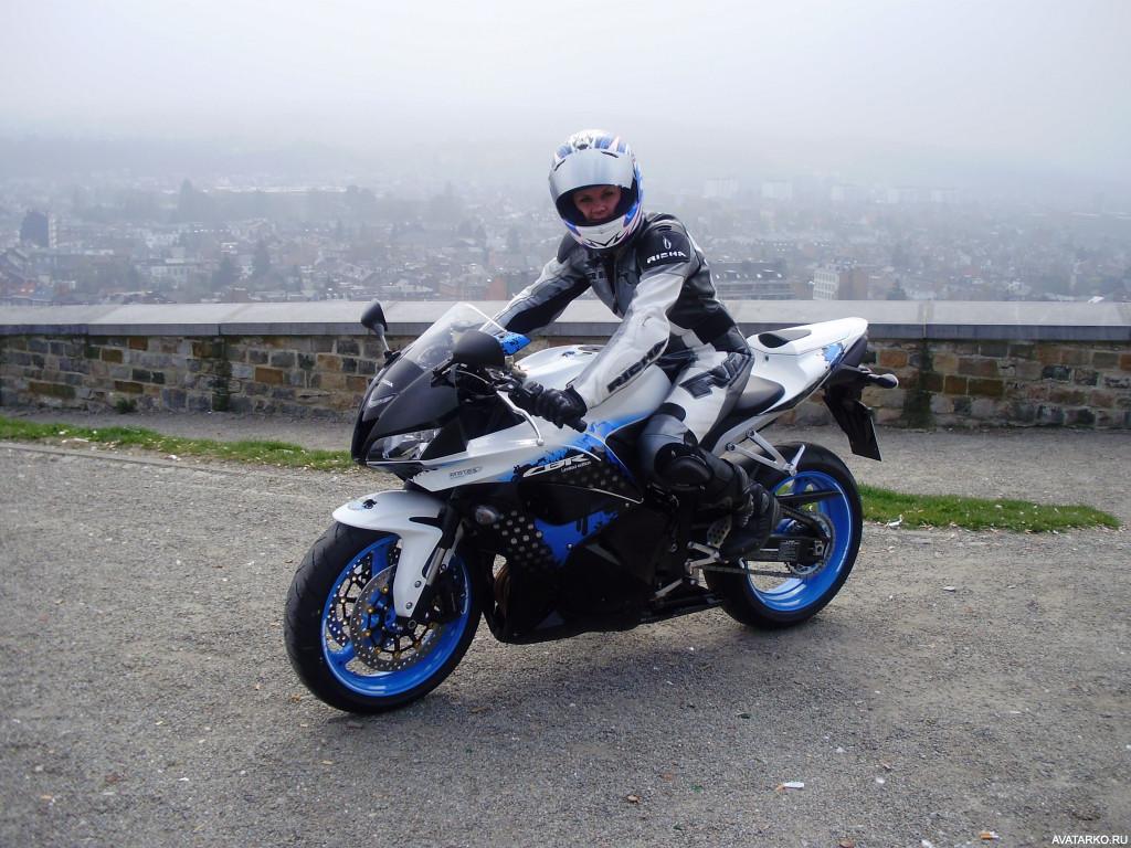 Прекрасные девушки на шикарных мотоциклах (80 фото)