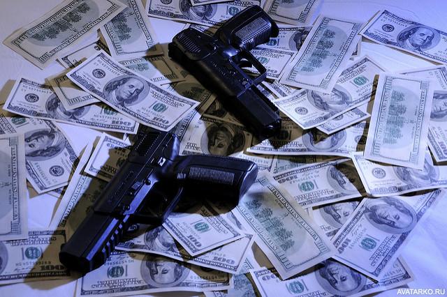 Пистолет и деньги картинки