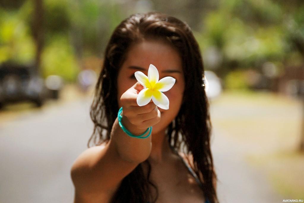 Красивые картинки на аву в ватсап для девушек брюнеток цветы