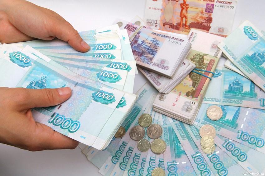 Картинка 850x566 | Российские деньги разных достоинств в руках и на столе | Деньги,   Картинки российских денег, фото