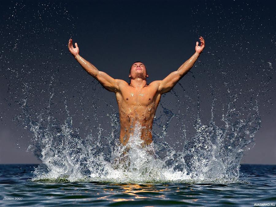 Мужчина в воде рисунок