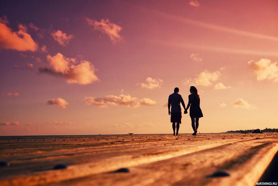 Картинки парень и девушка идут за руку