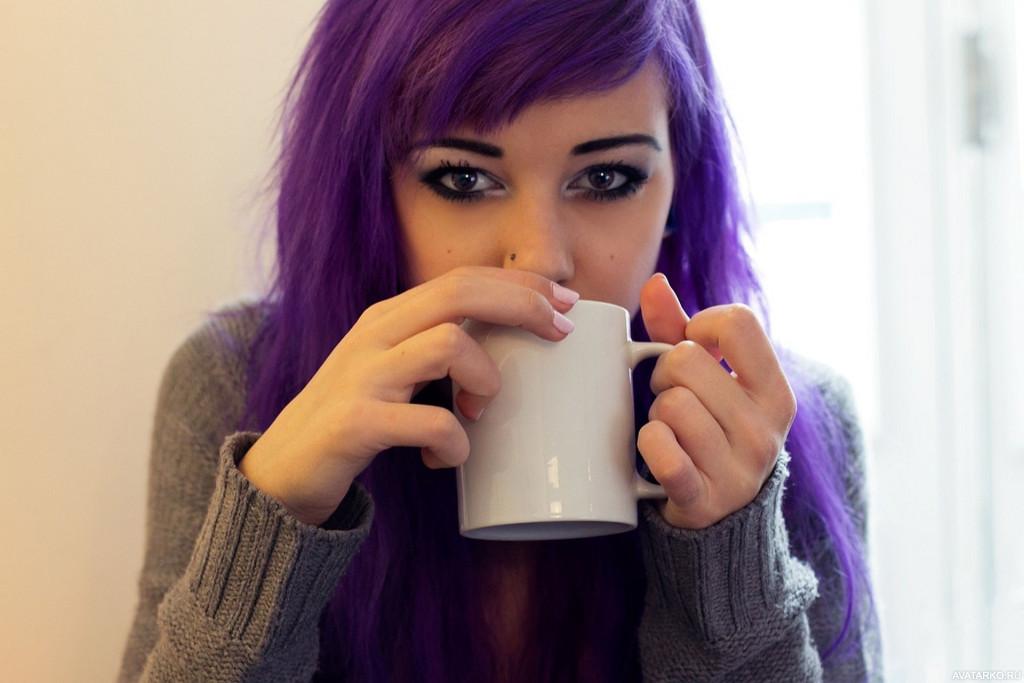 Картинка девушки с сиреневыми волосами