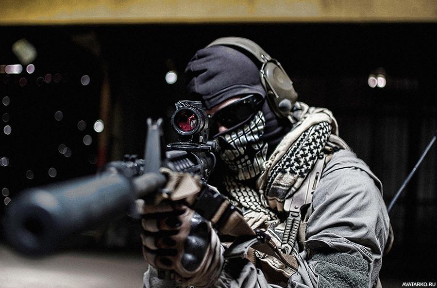 Картинки люди в масках и с оружием