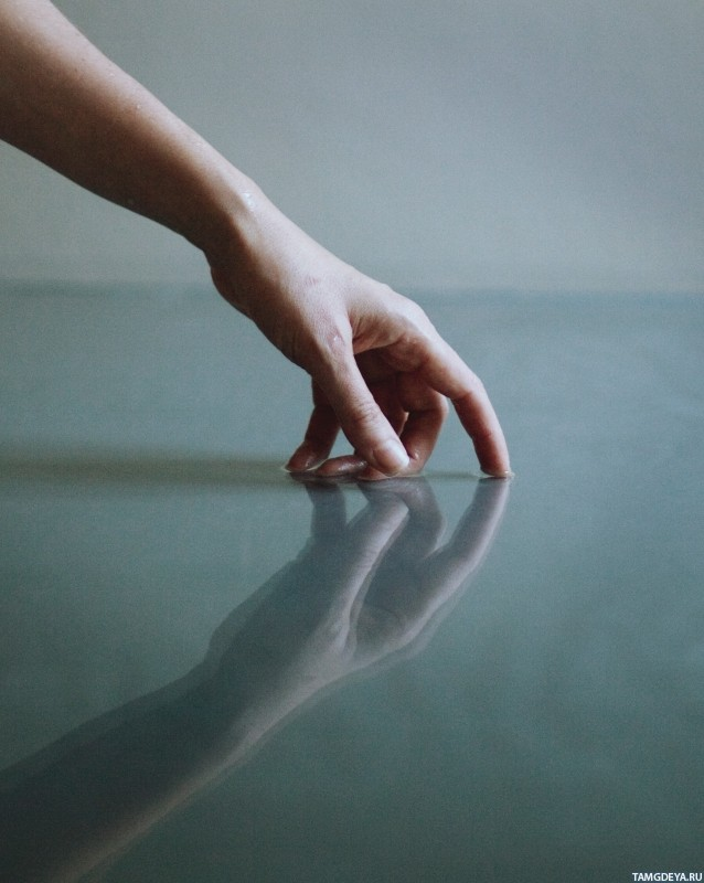 картинки прикасающиеся руками